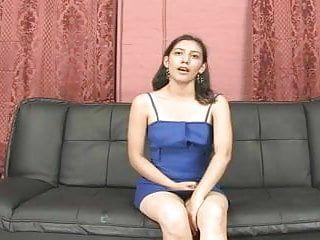 Ecuatoriana adolorida en su primer clip porno