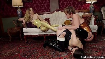 Lesbo domina in latex anal copulates subs