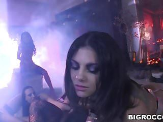 Coarse backdoor penetration with bonnie rotten and valeria vis