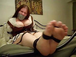 Non-professional chubby beauty soles tickled